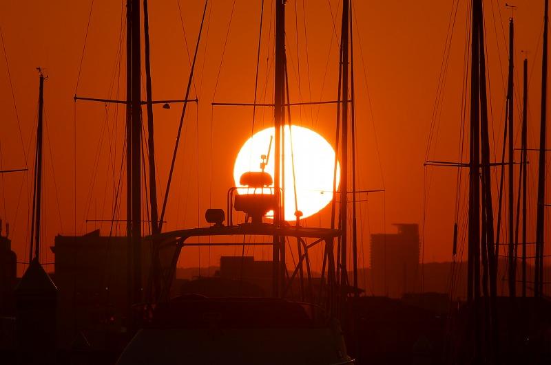 新西宮ヨットハーバーで見る夕陽と満月