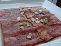 コチラはサービスンチのお肉(ちょっと食べてます)