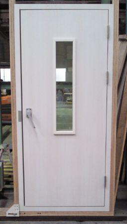 R DOOR