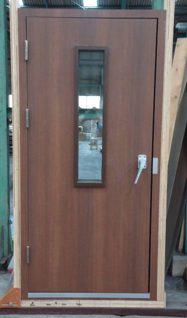 MEN DOOR1