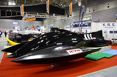 白いボートばかりのボートショウに真っ黒なKRS-001X・・・目立ちすぎ!