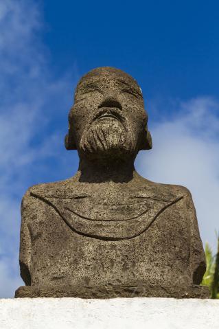 アタムテケナ像