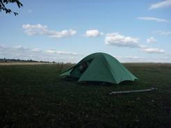 169/16の幕営地 道路脇の牧草地の隅_サイズ変更