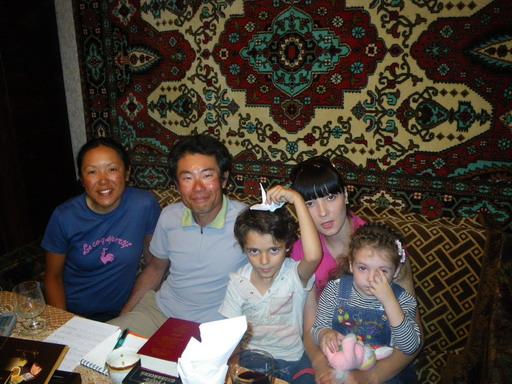 25アウリカの娘さんナターリアと孫のサブリーナとマラット_サイズ変更