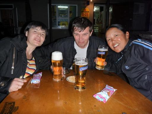 26アウリカとアレッグがバーに連れて行ってくれた_サイズ変更