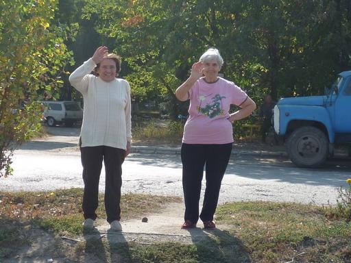 28マルガリータとマリアが道路まで見送ってくれた_サイズ変更