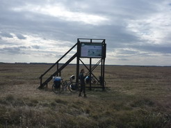 12所々に野鳥の観察台がある_サイズ変更