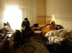 15ラスローの家に泊まれるかと思ったが・・・ここは奥さんの部屋_サイズ変更
