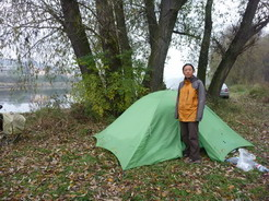 711/7の野営地 モルダウ川の川原の木陰 暗くなってしまったため翌朝撮影_サイズ変更
