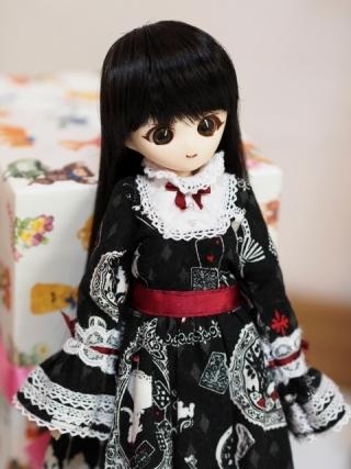 リカちゃんキャッスルさんの27cm用バレンタインドレス…だと思います。
