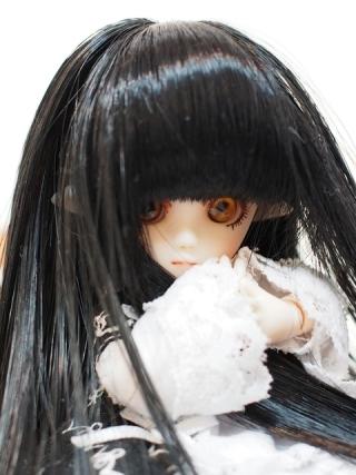 黒髪金眼(多分ライフライクアイのヘーゼル)で神秘的な雰囲気