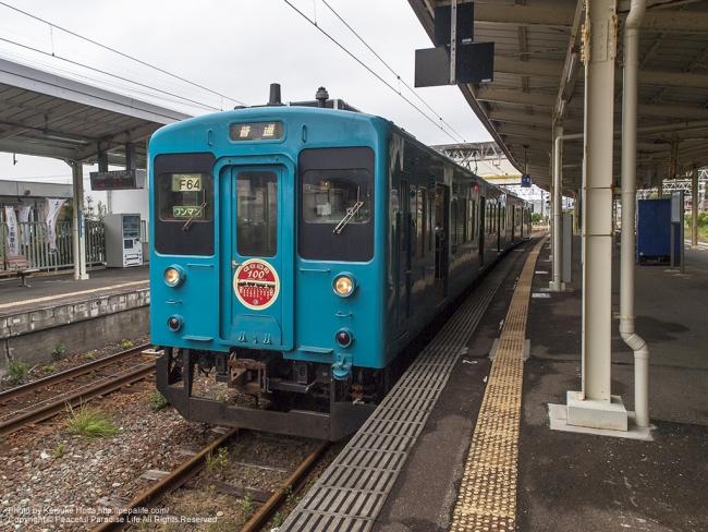 串本駅に停車している新宮行きの電車