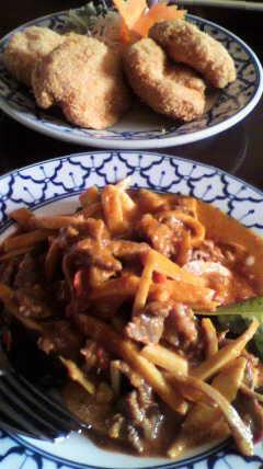 ライカノ 牛肉のレッドカレー炒め・えびすり身揚げ