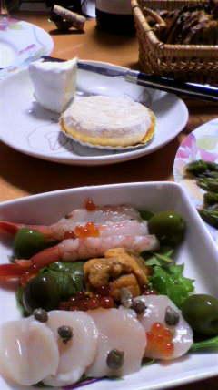 魚貝類のサラダとチーズ