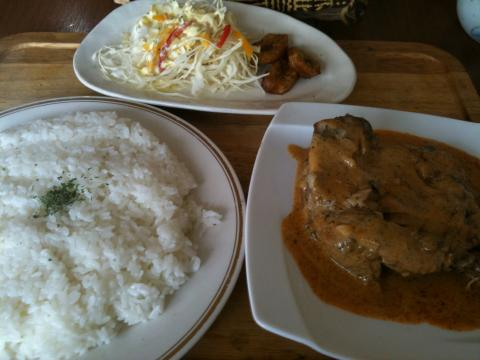 チキンレッグホワイトソース(ドミニカ料理)