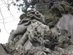 新勝寺の狛犬(左)