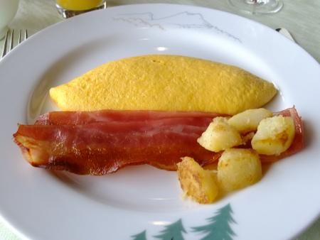 赤観洋朝食オムレツ