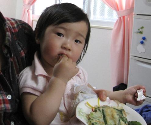 12知裕ちゃんチャプチェ食べてます