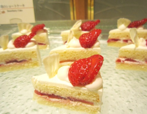 33)ショートケーキ