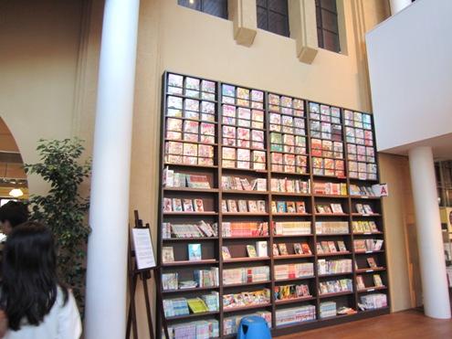 4)入口の書棚