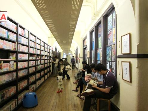 12.5)廊下と書棚