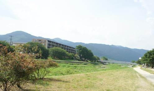 2)高野川を北に