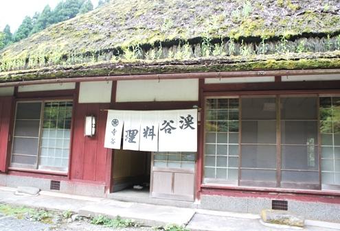 12)かやぶき屋根の寺谷