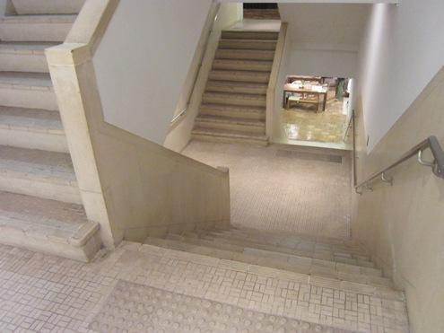 15)クロスする階段
