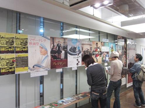 16)シネマ入口