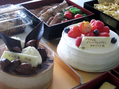 9)二つのケーキ