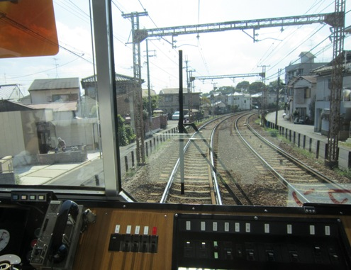 6)まもなく駅