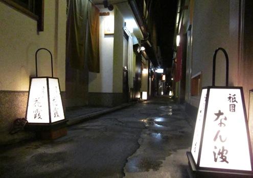 14)路地のお店