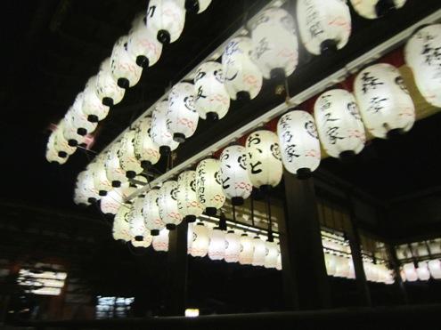 3)八坂神社の提灯
