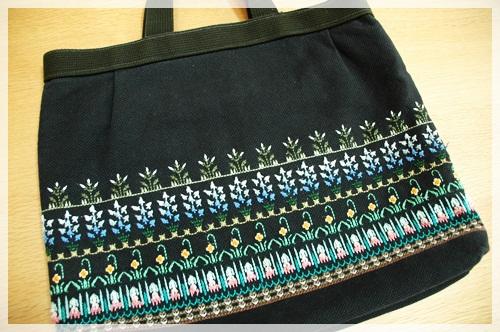 スウェーデン刺繍のバッグ