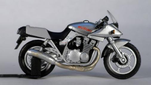 SUZUKI GSX1100S KATANA (14)