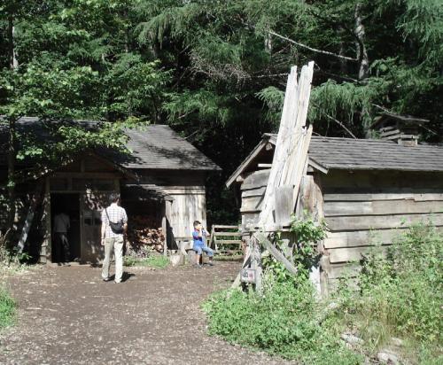 石の家小屋