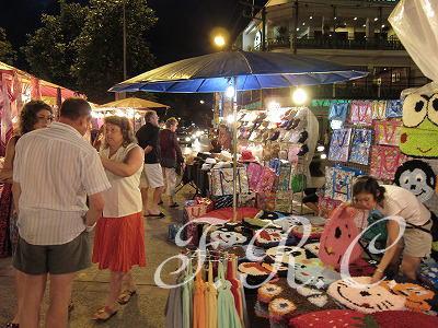 チェンマイサンデーマーケットオススメ観光ツアー