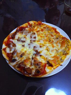 照焼きチキンとツナマヨコーンのピザ