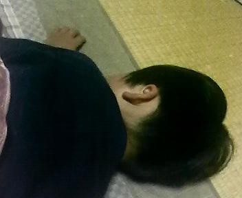 疲れて寝る蓮