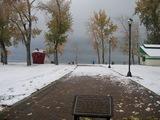 雪が積もってる公園