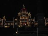 州議事堂(ライトアップ後)