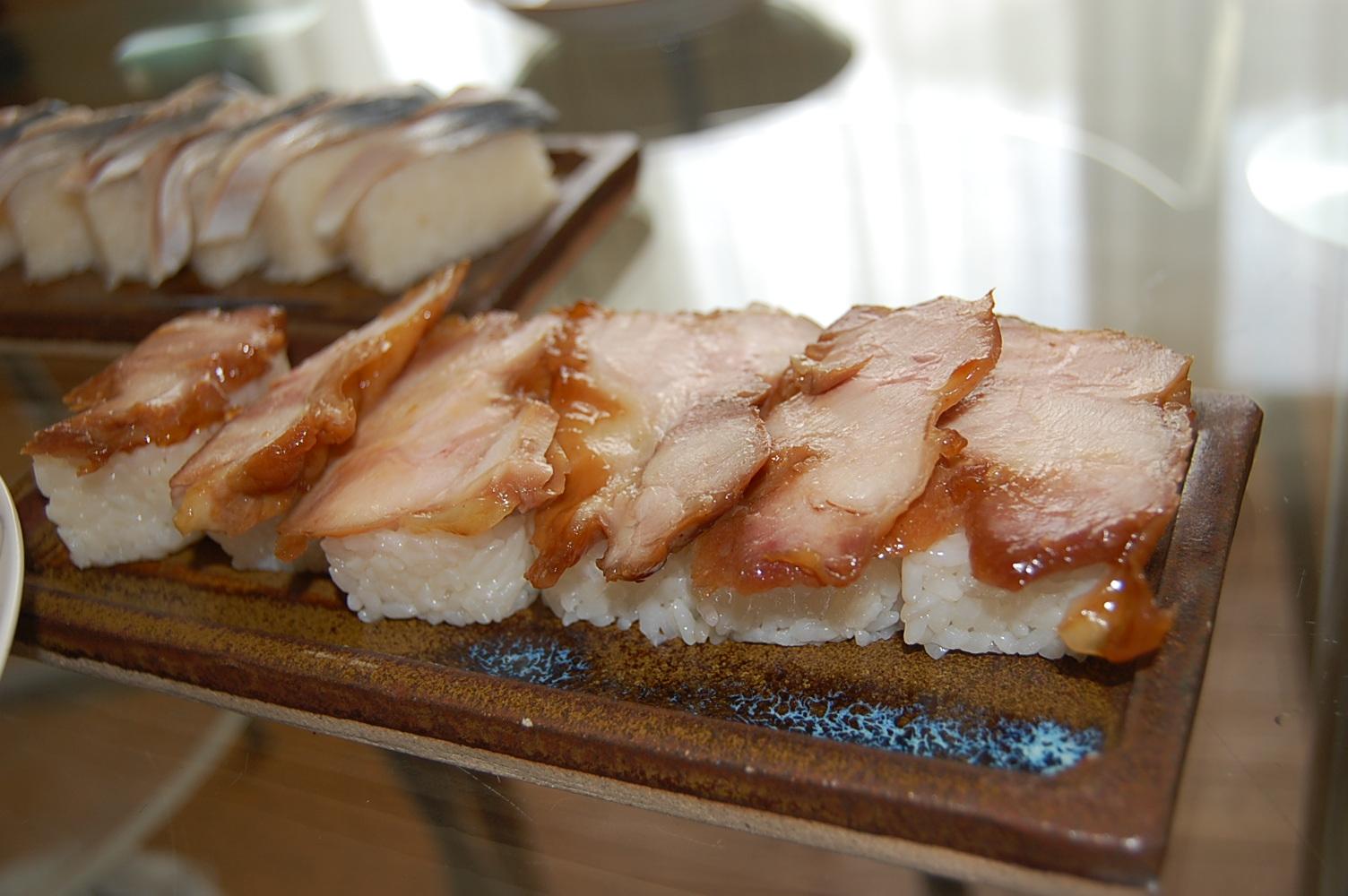 鳥の照り焼きの押し寿司