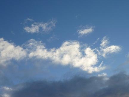 P20110117積雪の日の空1