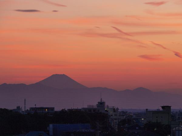 110908うちのマンションから見える富士