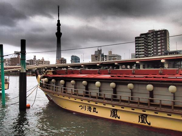 110919隅田川から見えるスカイツリー