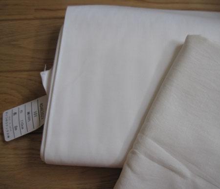 オフホワイトの布