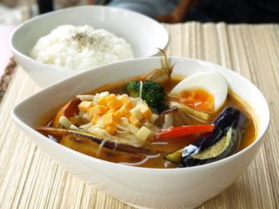 会津地鶏のスープカレー(5辛、チーズトッピング)@Cafe Savai