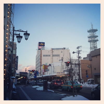会津若松市内(神明通り南交差点付近より)