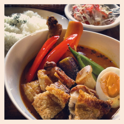 パリパリ骨なしチキン&野菜(7種類)+ナス・オクラ・パプリカ無料トッピング+チキンレッグ1本無料トッピング@スープカリー・ウィザーズ