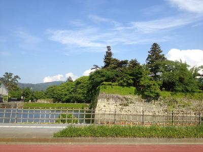 鶴ヶ城 西出丸側の石垣とお堀